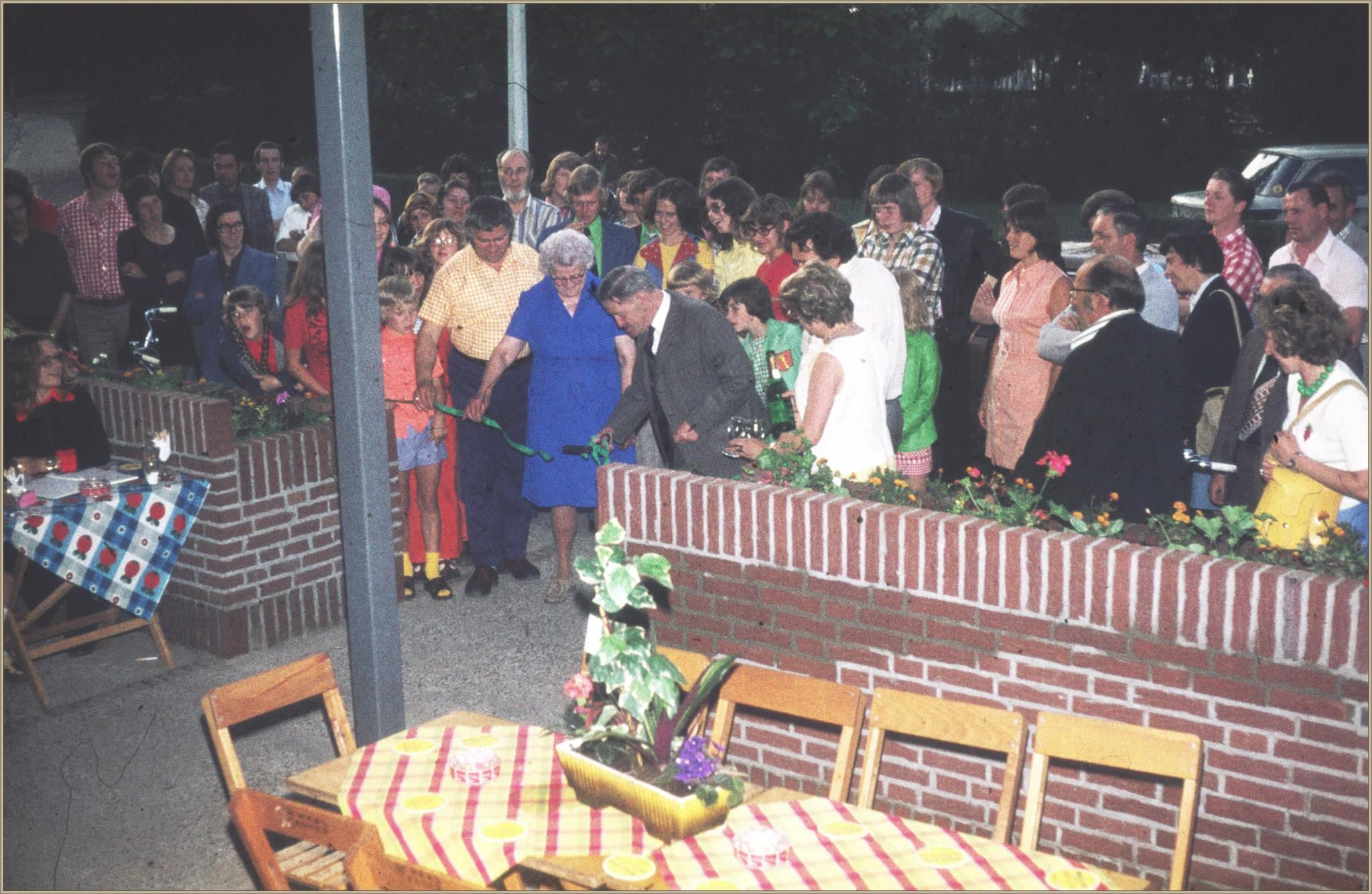 Opening overkapt terras café Jacobs (De Sneijer) 1974