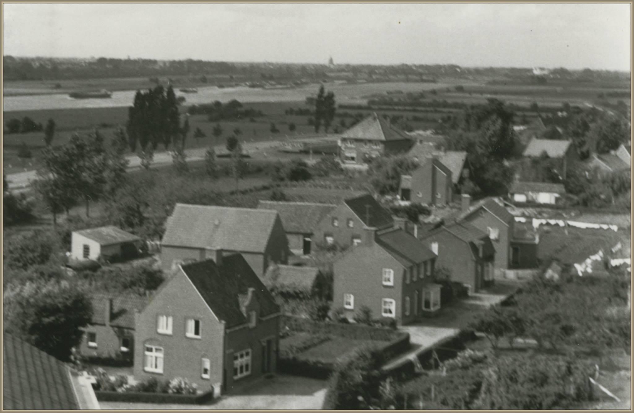 Foto vanaf dak kerk 1958