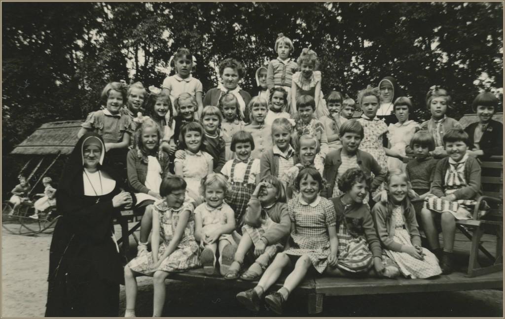 dorpsarchief_schoolreisje_meisjesschool_1960