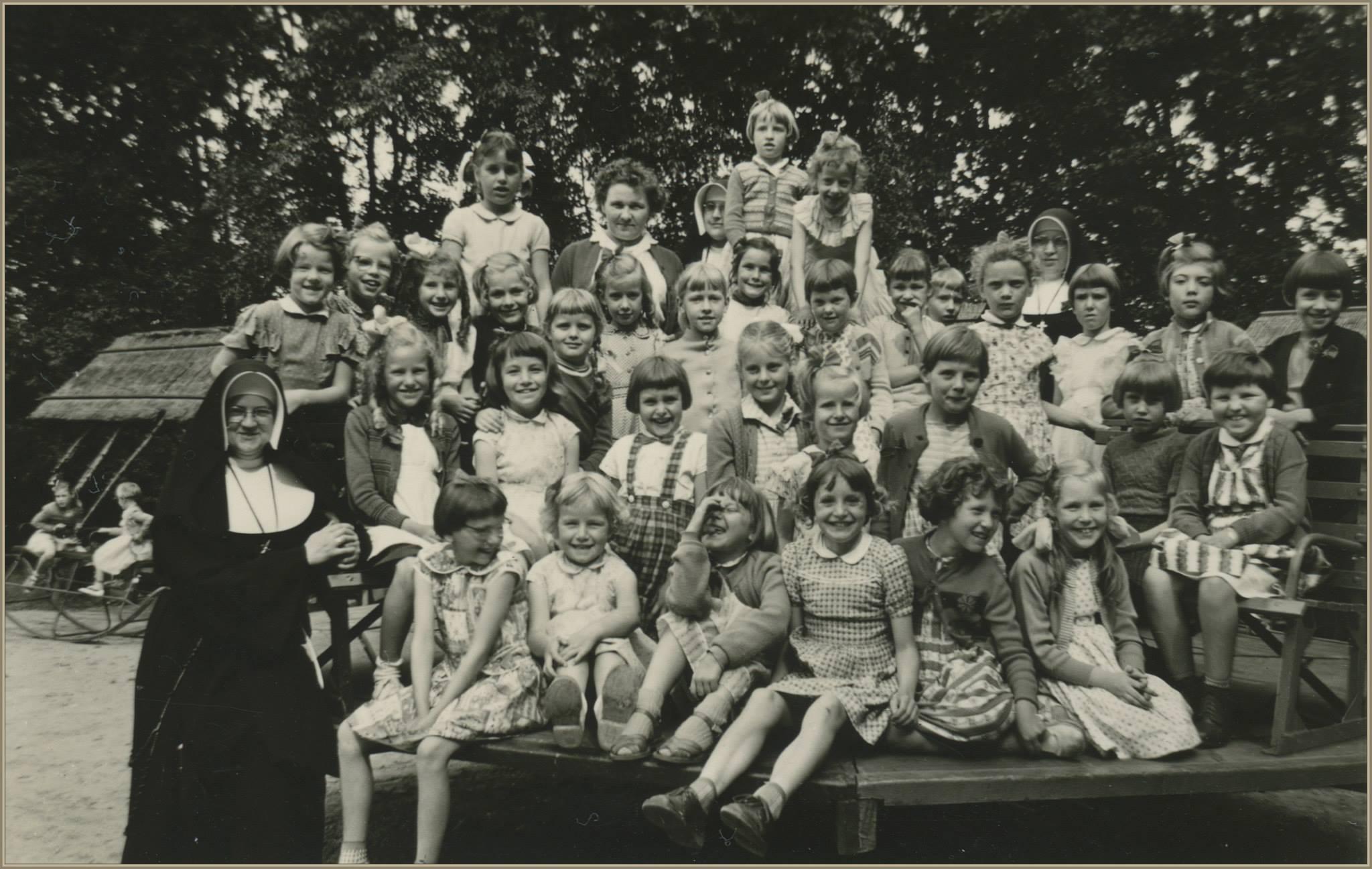 Schoolreisje meisjesschool rond 1960
