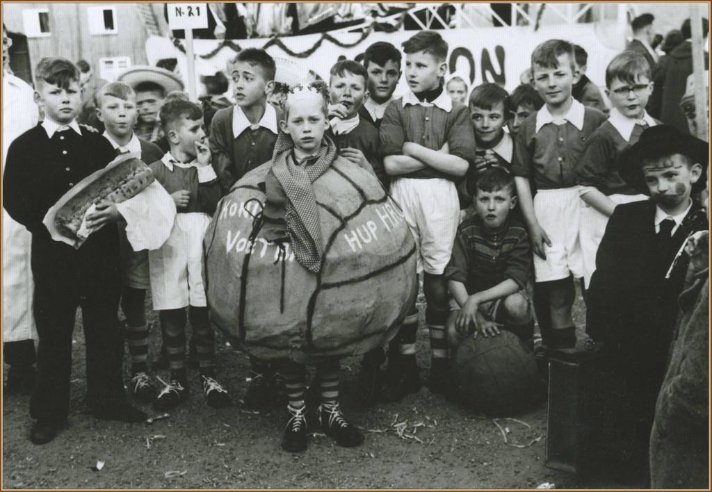 dorpsarchief_carnavalsoptocht_1960