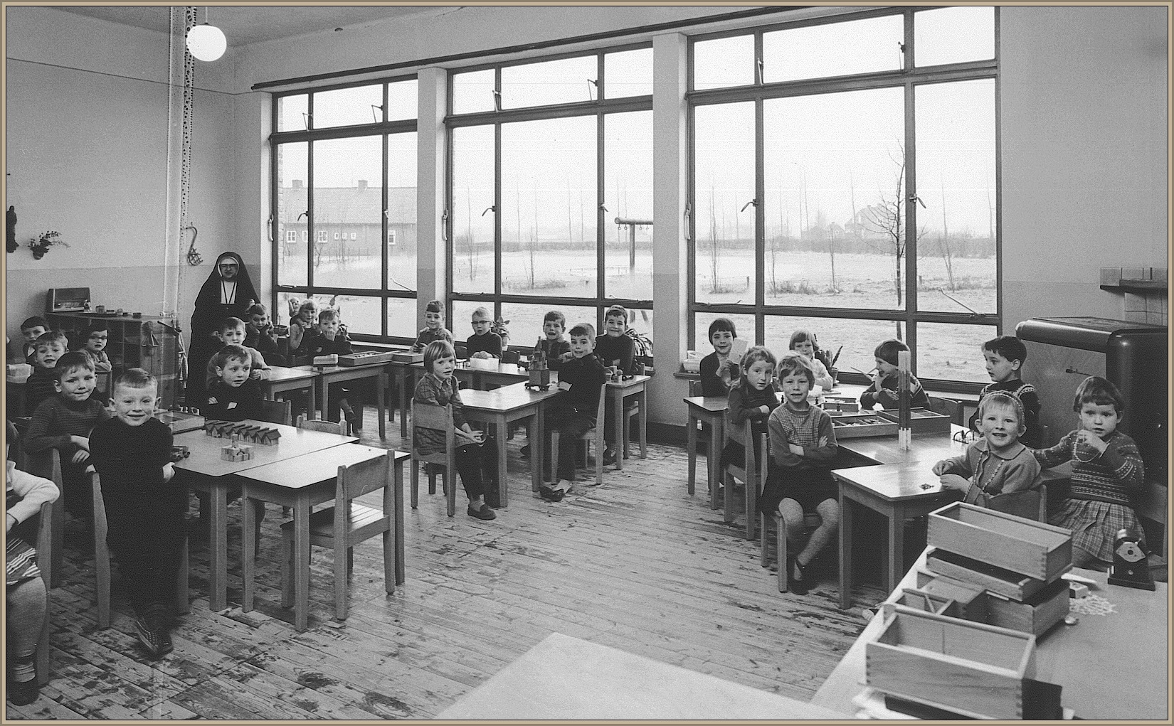 Een klas van de kleuterschool rond 1962