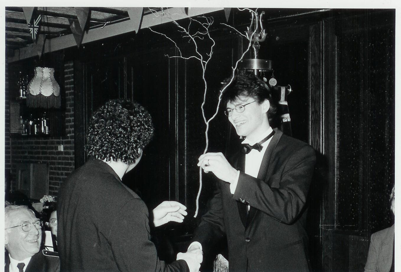 Eric Roefs 20 jaar dirigent bij fanfare Helpt Elkander