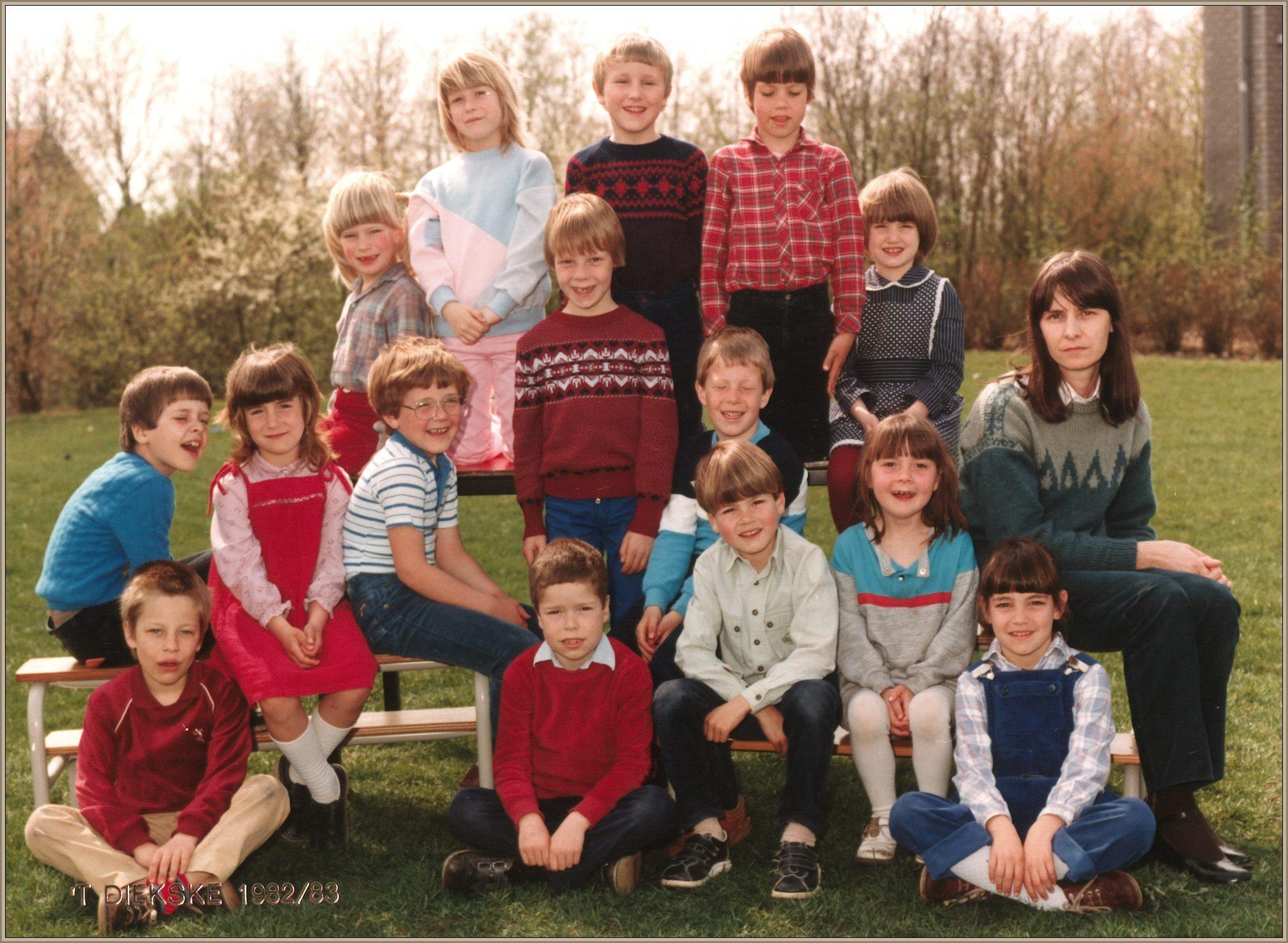 Klassefoto van juf Riky van Boekel 1982-1983