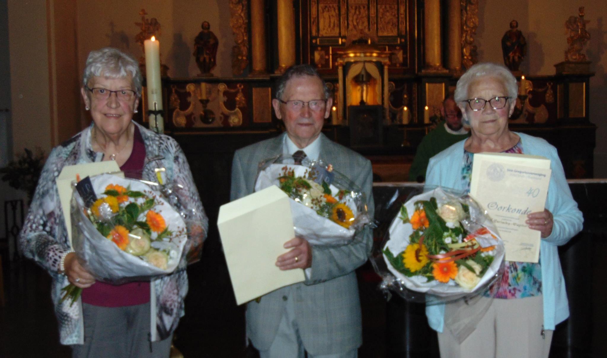 Gouden jubilarissen bij 'Offers' kerkkoor