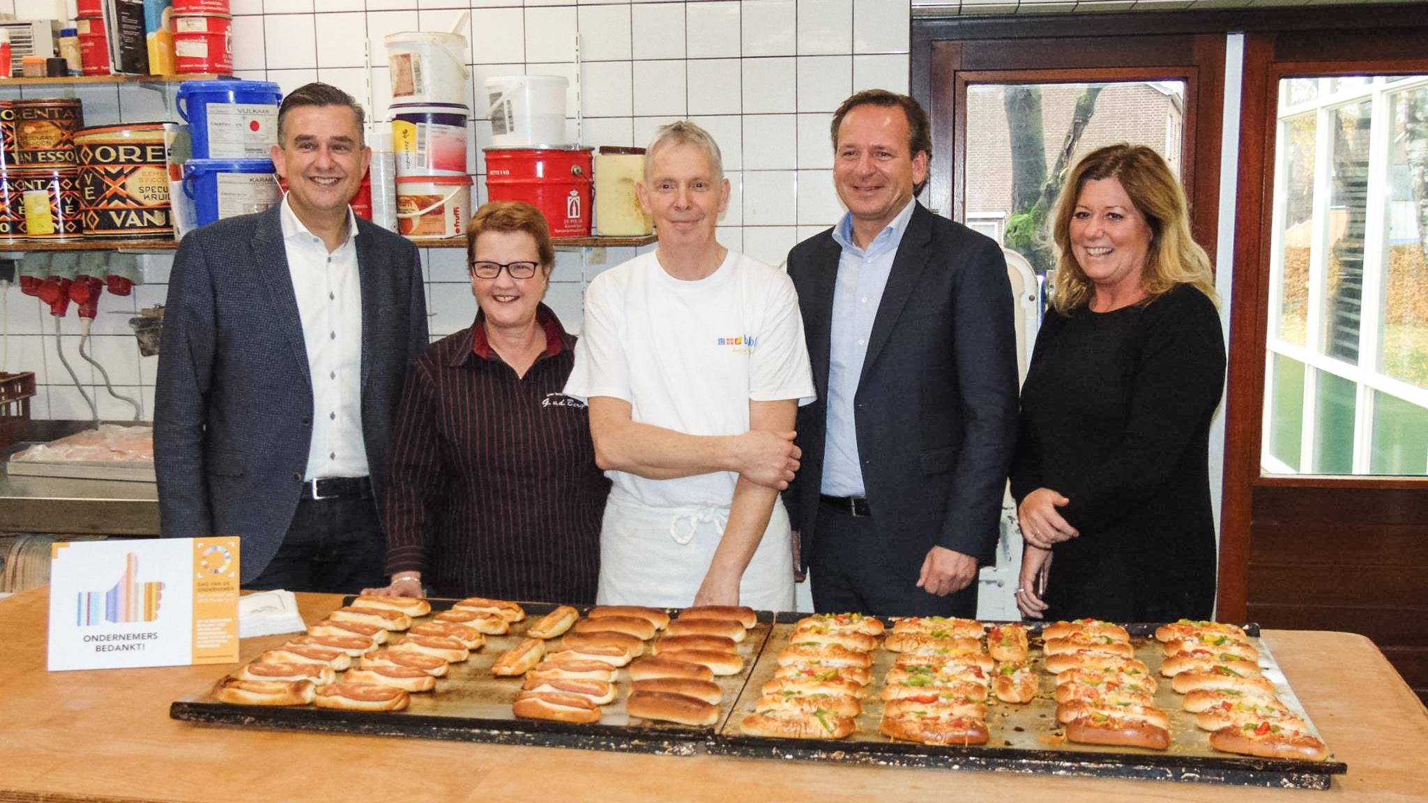 Emile Roemer bedankt bakkerij Van den Bergh in Afferden