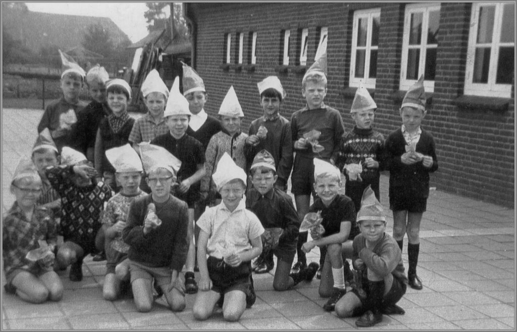 Dorpsarchief St. Antoniusschool eind jaren 60