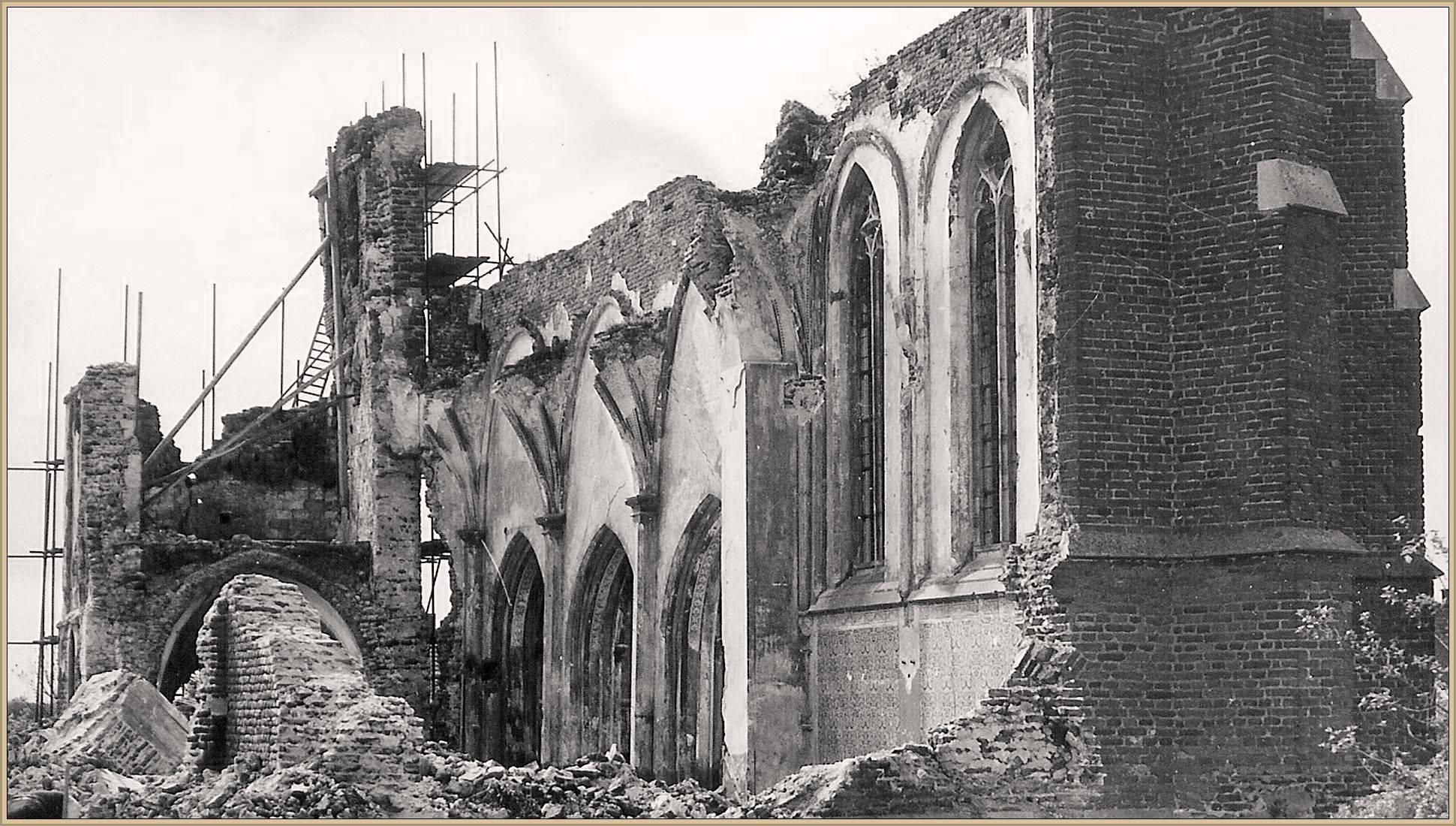 De kerk (herbouw in 1957)