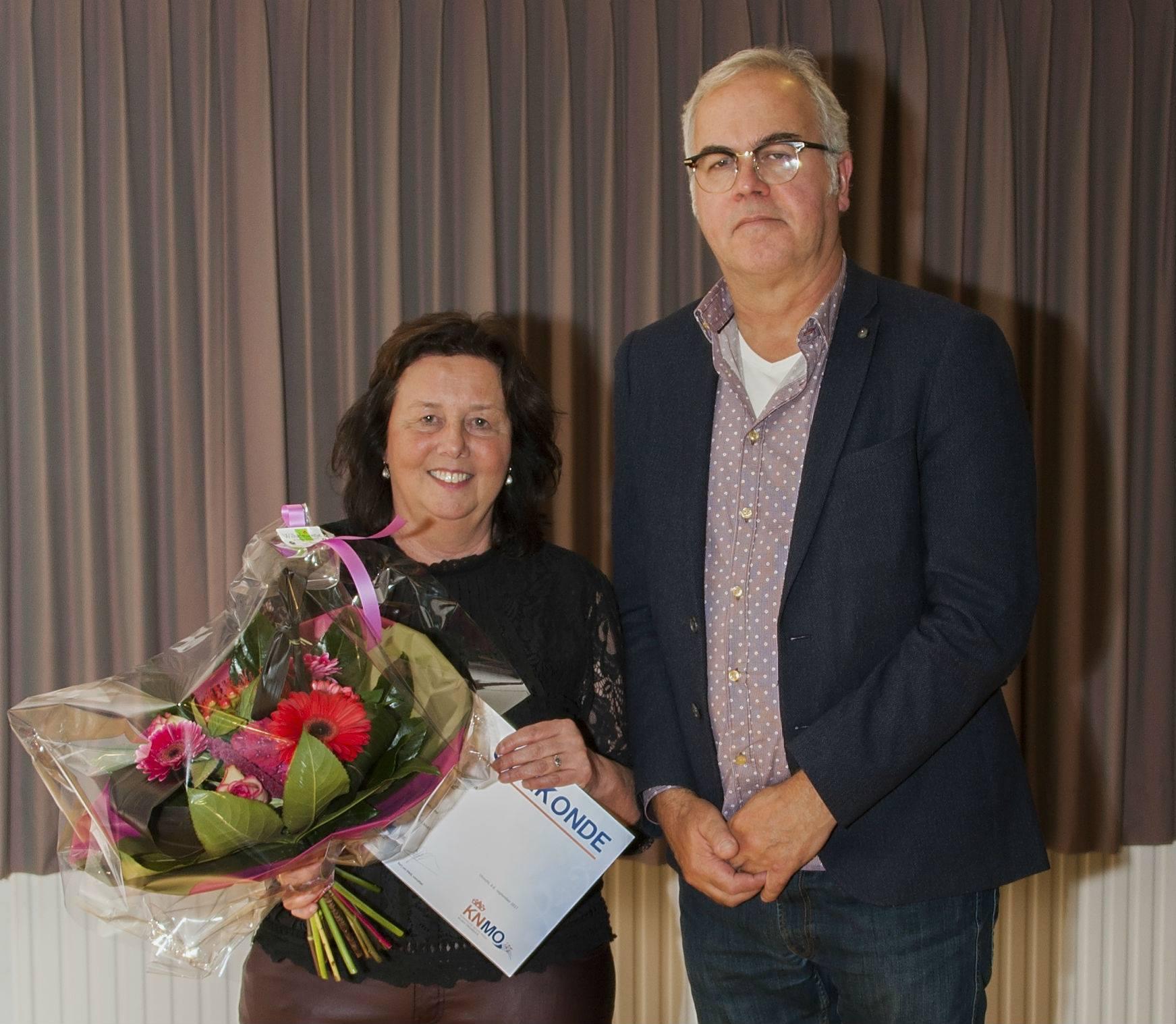 Heleen Gipmans-Juriëns 40 jaar lid van fanfare Helpt Elkander