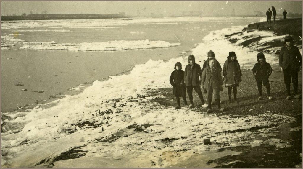 Maas dichtgevroren 1938