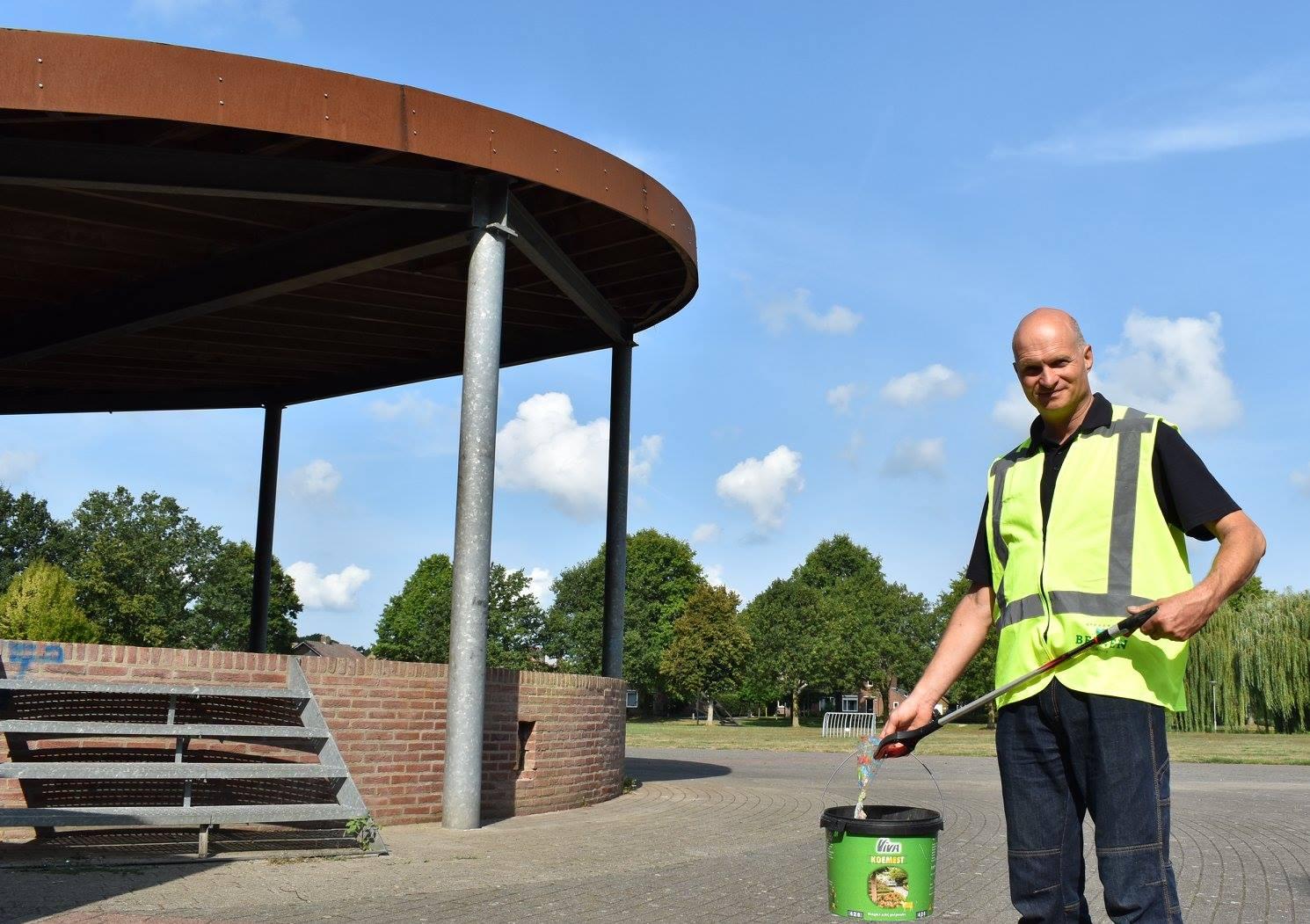Piet Manders ruimt zwerfvuil op in Heijmanspark
