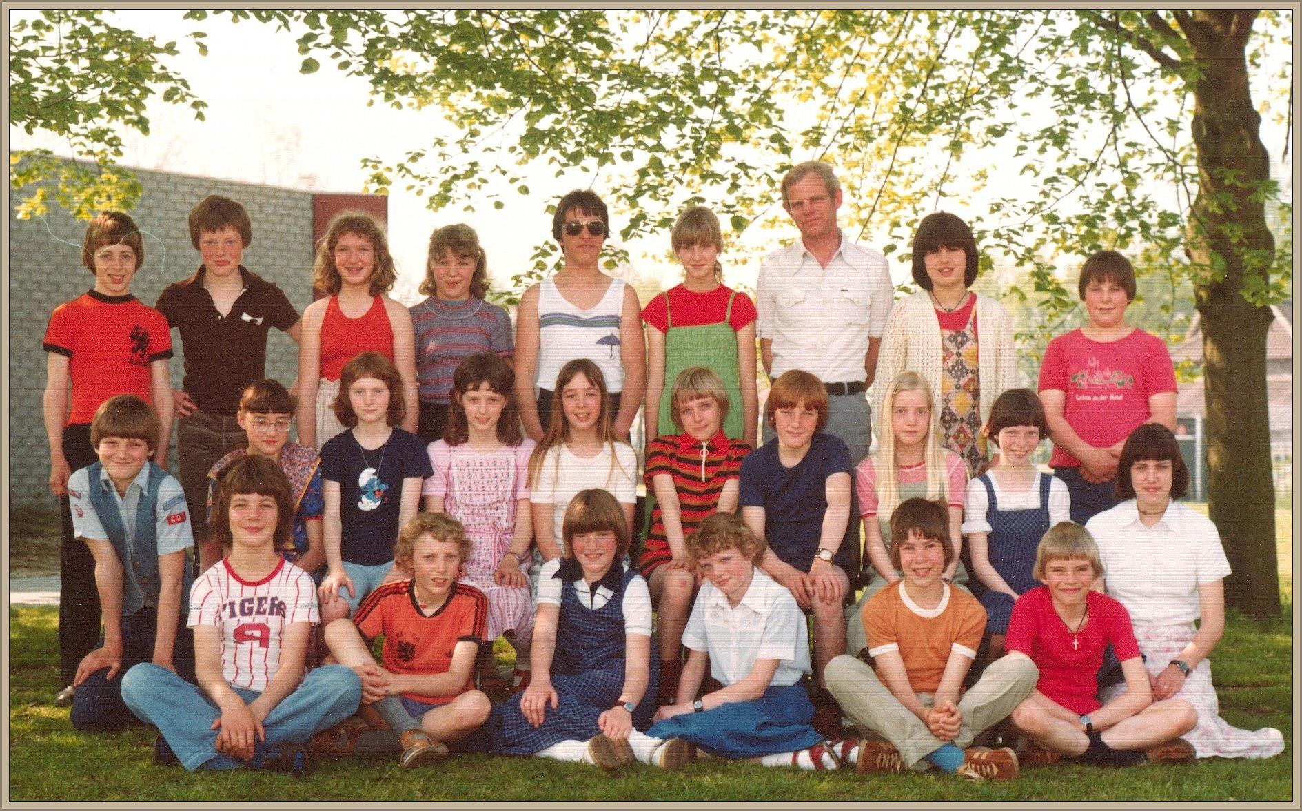 6e Klas basisschool 't Diekske met meester Frans Janssen 1979