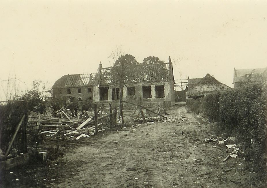 Zware bom valt op speelplaats school 1942