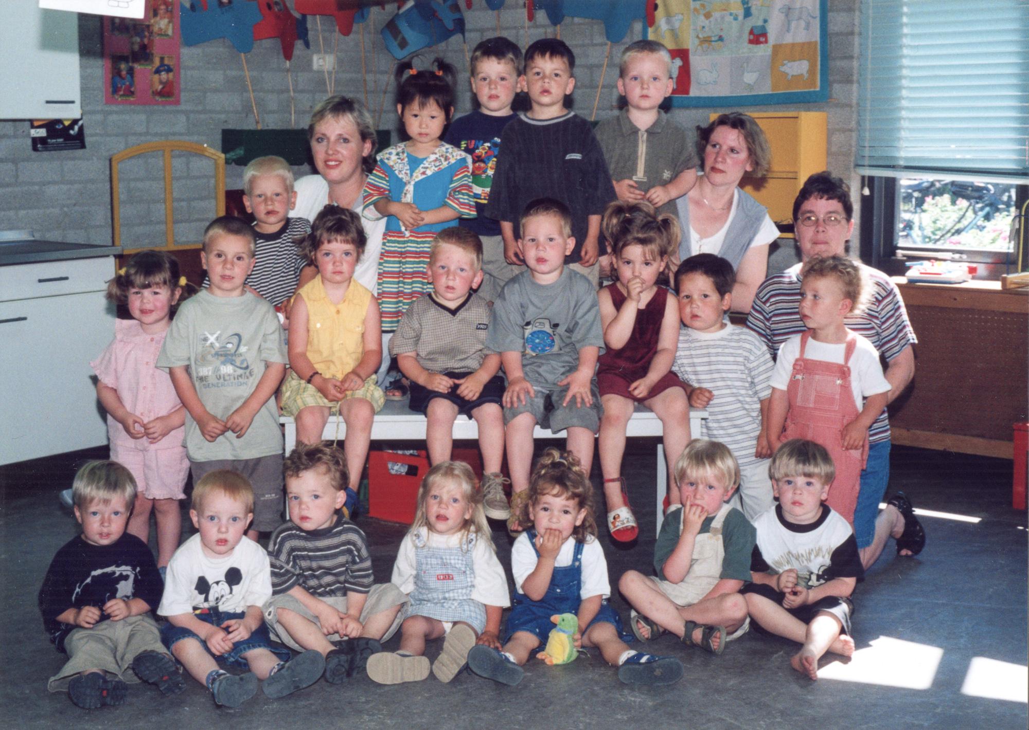 Groepsfoto peuterspeelzaal Dribbel 2000