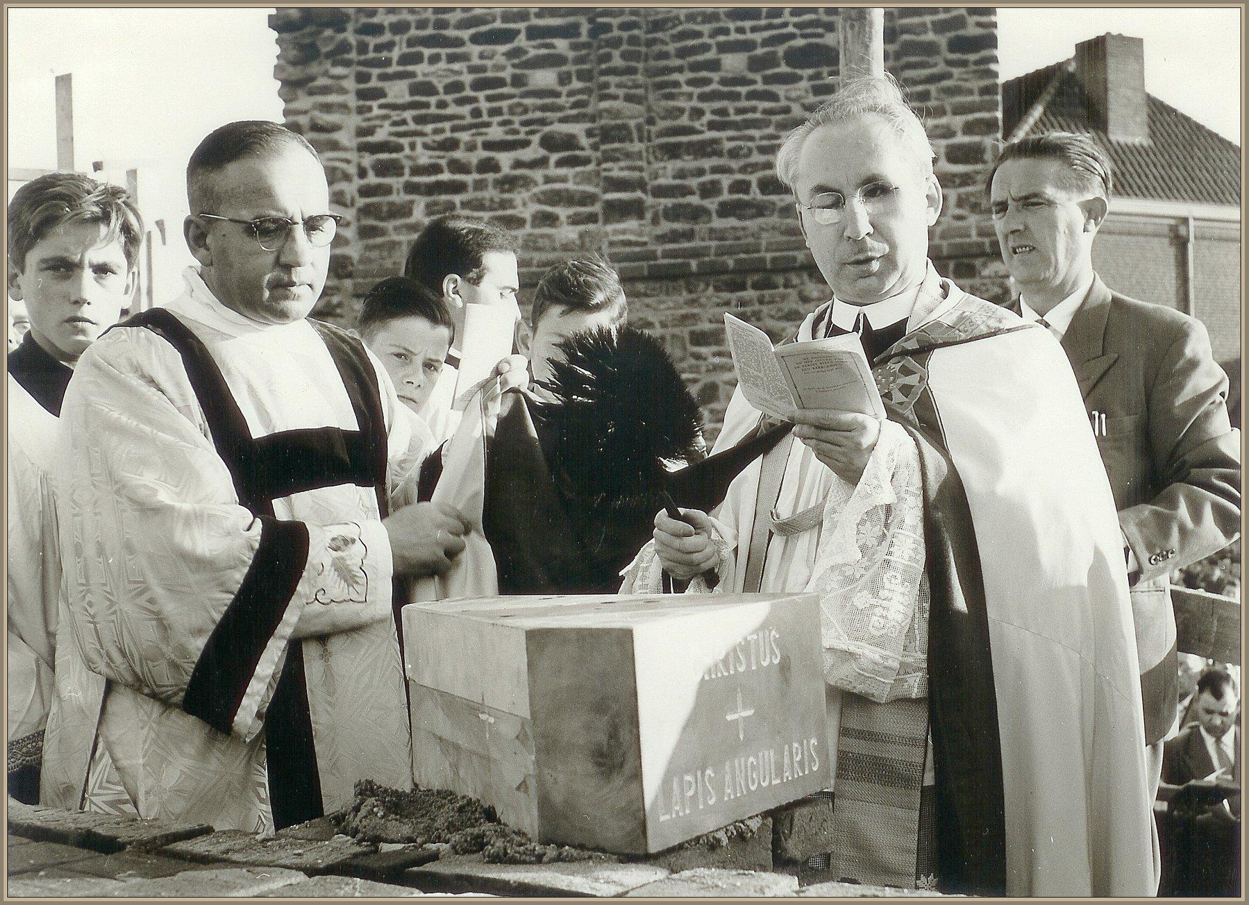 Eerste steenlegging kerk 1957