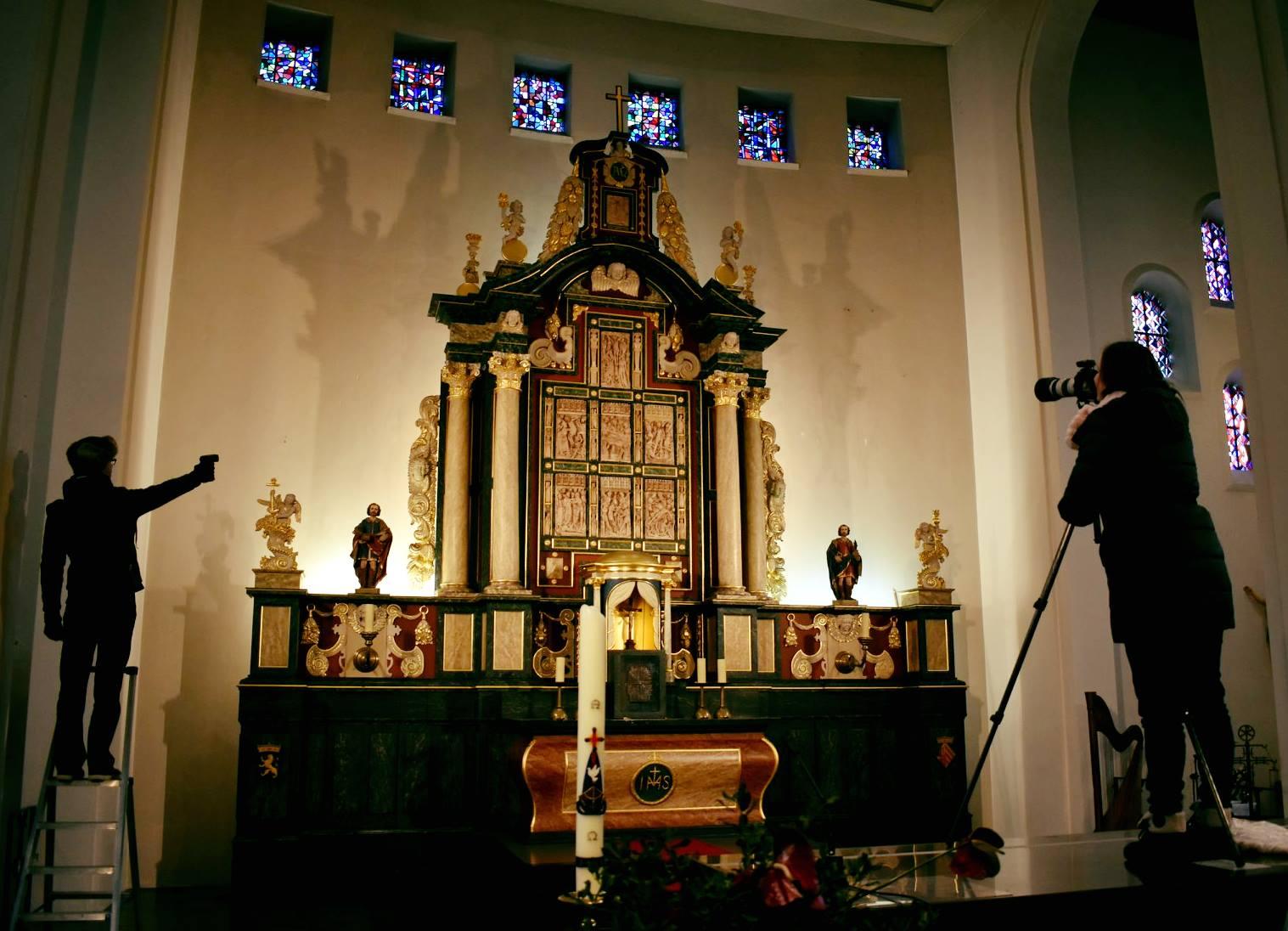 Albasten altaarpanelen Offerse kerk fotogeniek